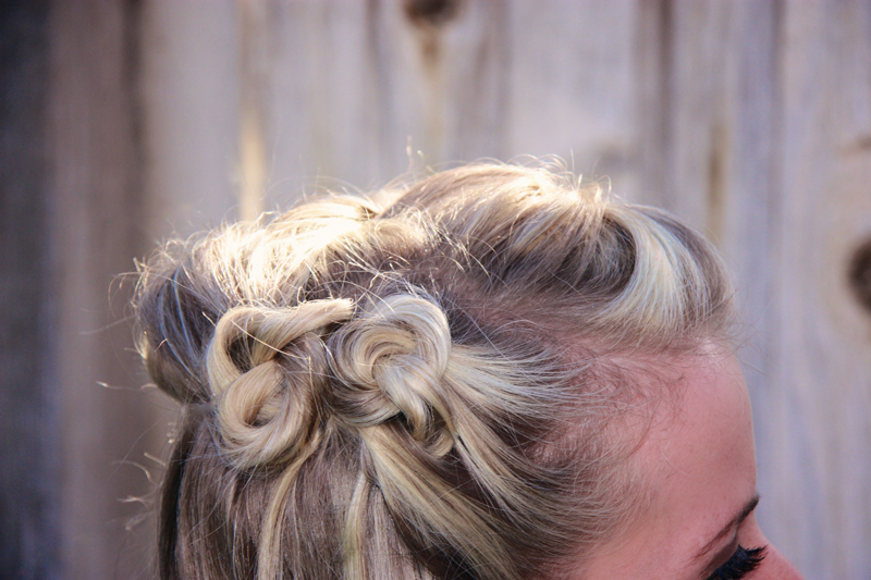 Elegant, classy and nostalgic. You can't not love this 30s-style hair!