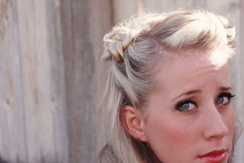 Learn how to do this vintage hairstyle from Twist Me Pretty.