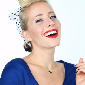 1940's Pin Up Girl Hairstyle Tutorial