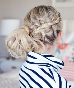Holiday Braided Bun – Stacked Pull-Through Braid