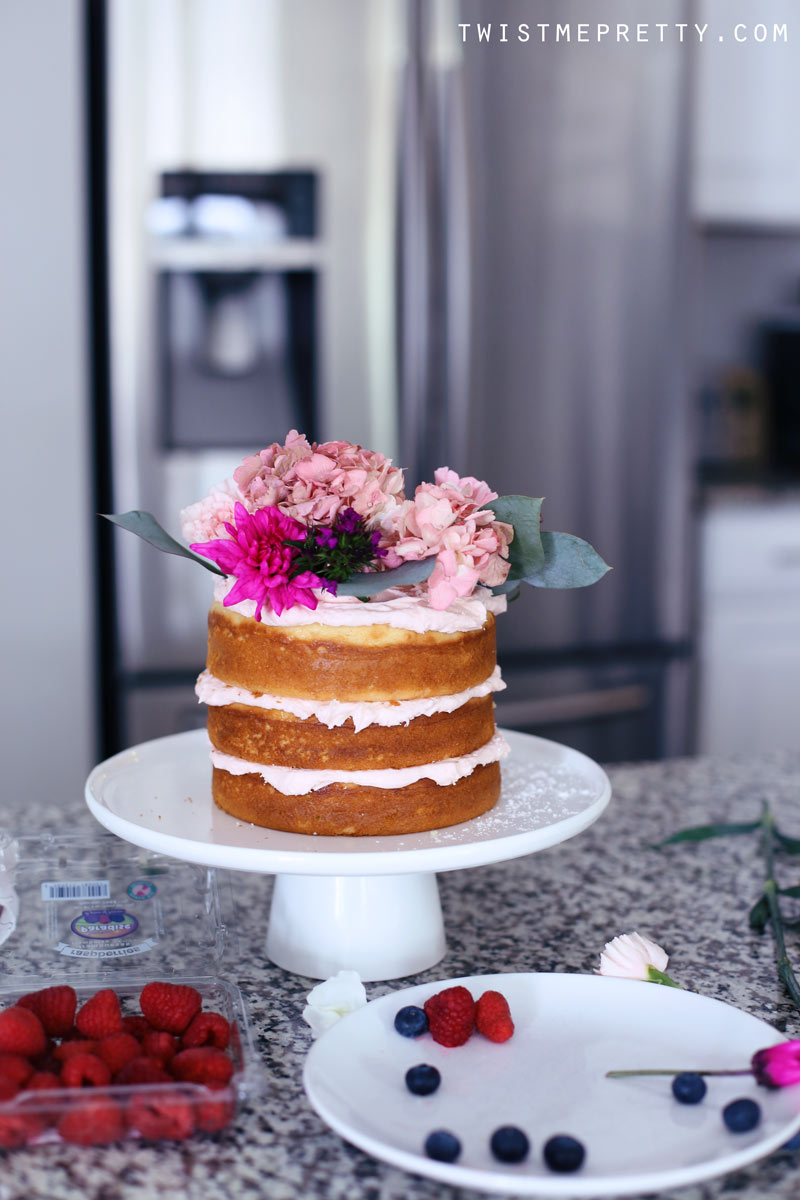 Naked cake decorated with flowers and berries. Twist Me Pretty.