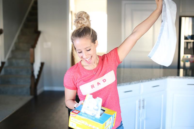 Smiling woman pulls out a Glad Febreeze bag.