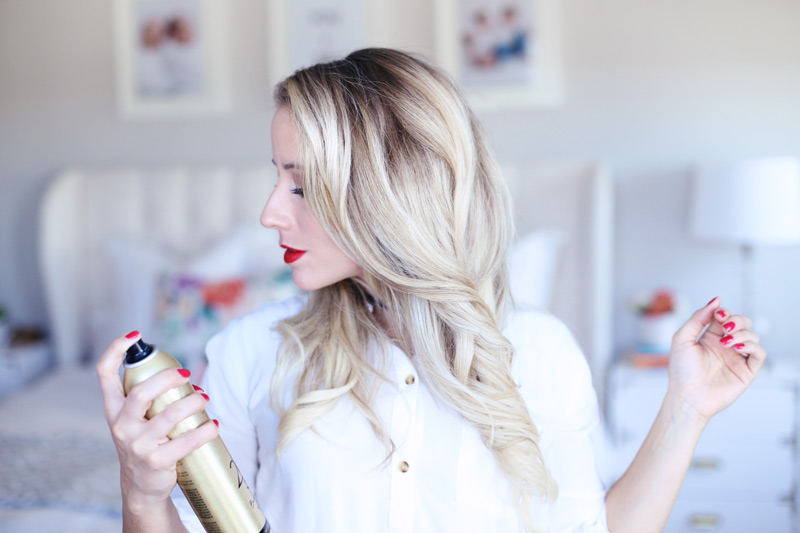 Twist Me Pretty's Abby sets her perfect holiday hairstyle.
