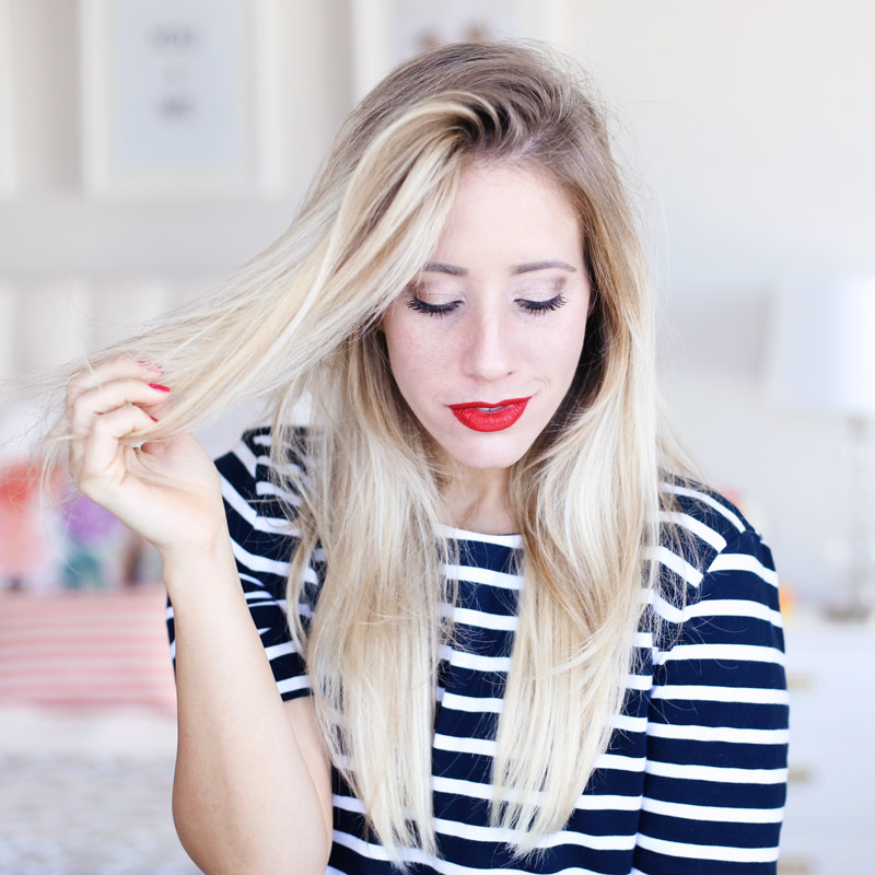 Gorgeous hair is the best accessory. Do you want to know how to blow dry your hair with a round brush?