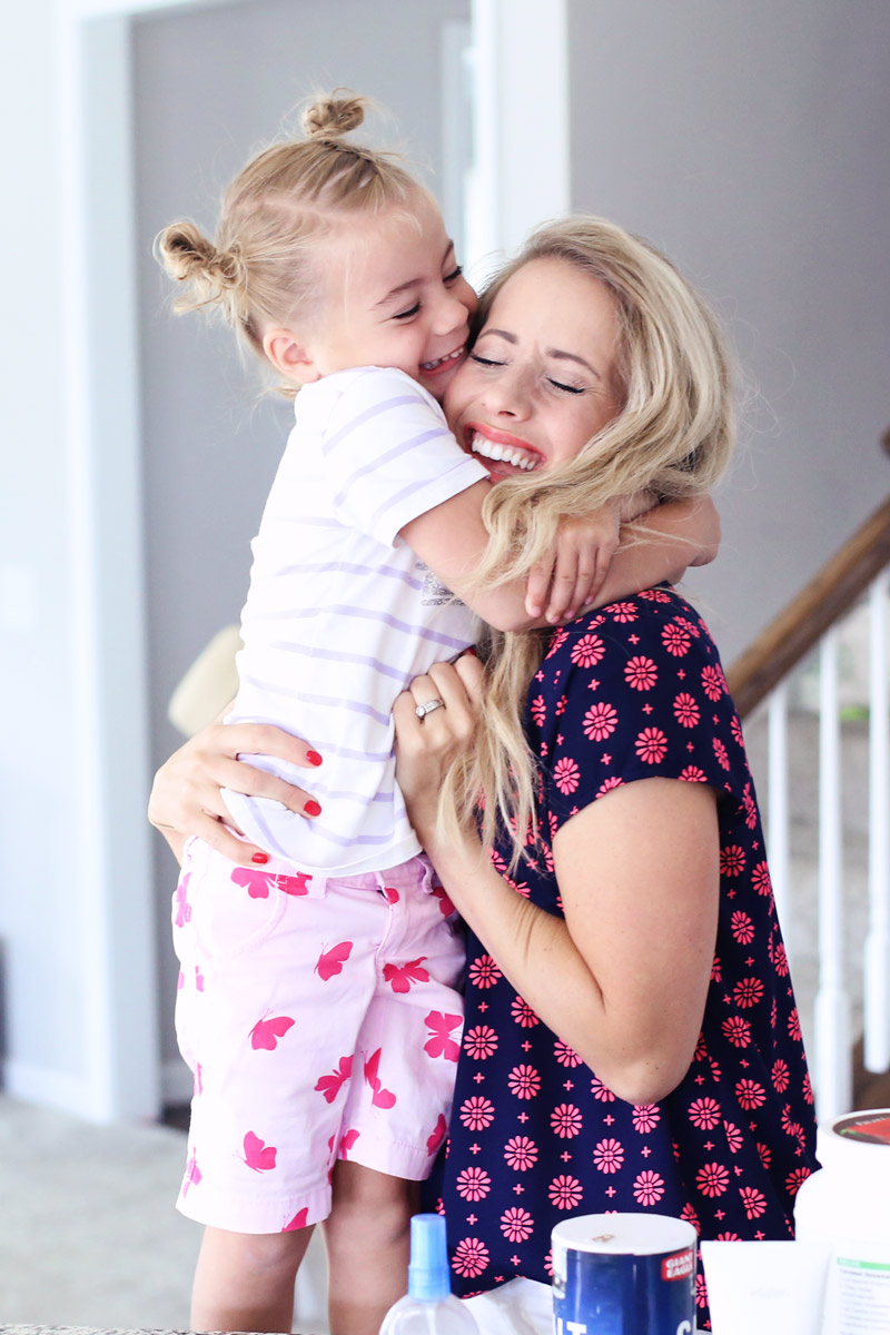 Beautiful mother-daughter cuddles. Love your hair and teach your daughter to love herself.
