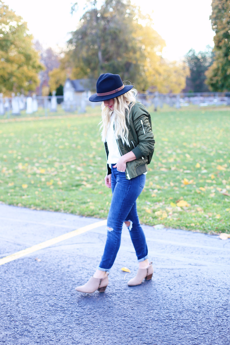 Cowgirl looks, pairing booties and a hat.