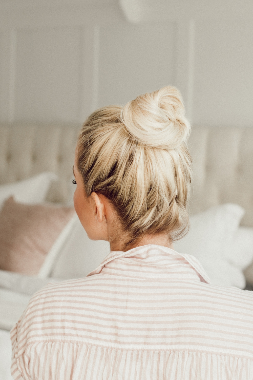 5 easy messy bun tutorials from Abby from twistmepretty.com