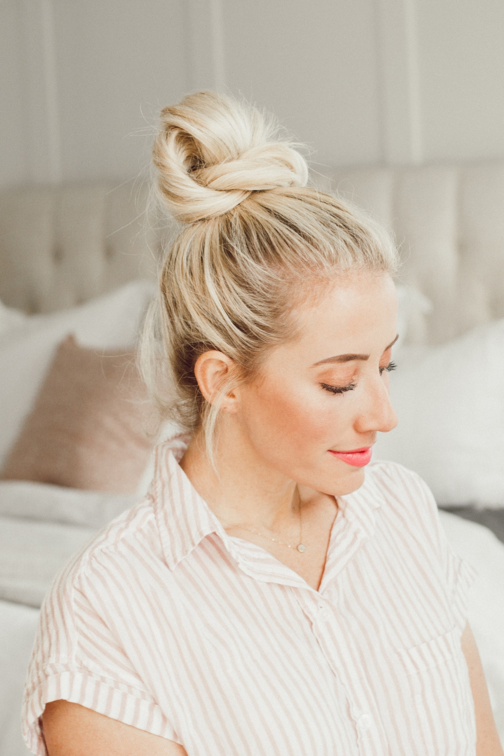 5 cute messy bun tutorials from Abby from twistmepretty.com