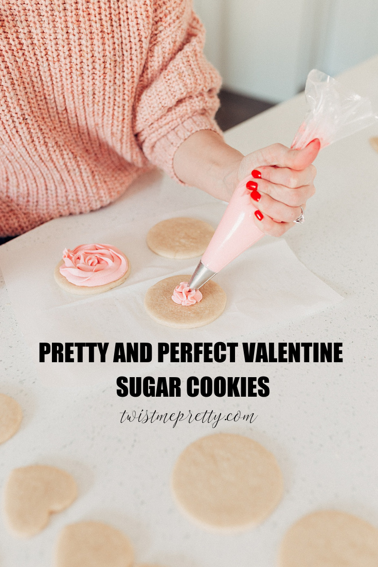 3 fail proof ways to frost Valentine's Sugar Cookies how to frost sugar cookies with twistmepretty.com