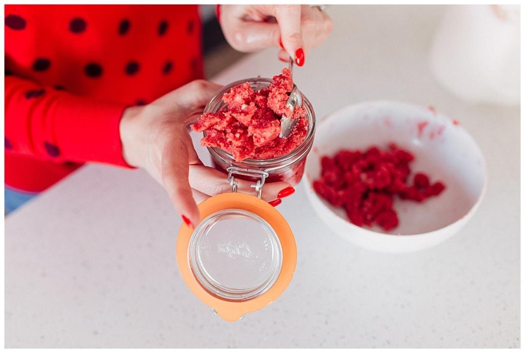 DIY sugar scrub tutorial a quick and yummy sugar scrub you can make at home with www.twistmepretty.com