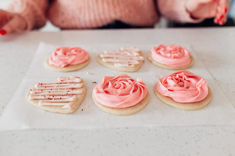 3 failproof ways to frost Valentines Sugar Cookies with twistmepretty.com