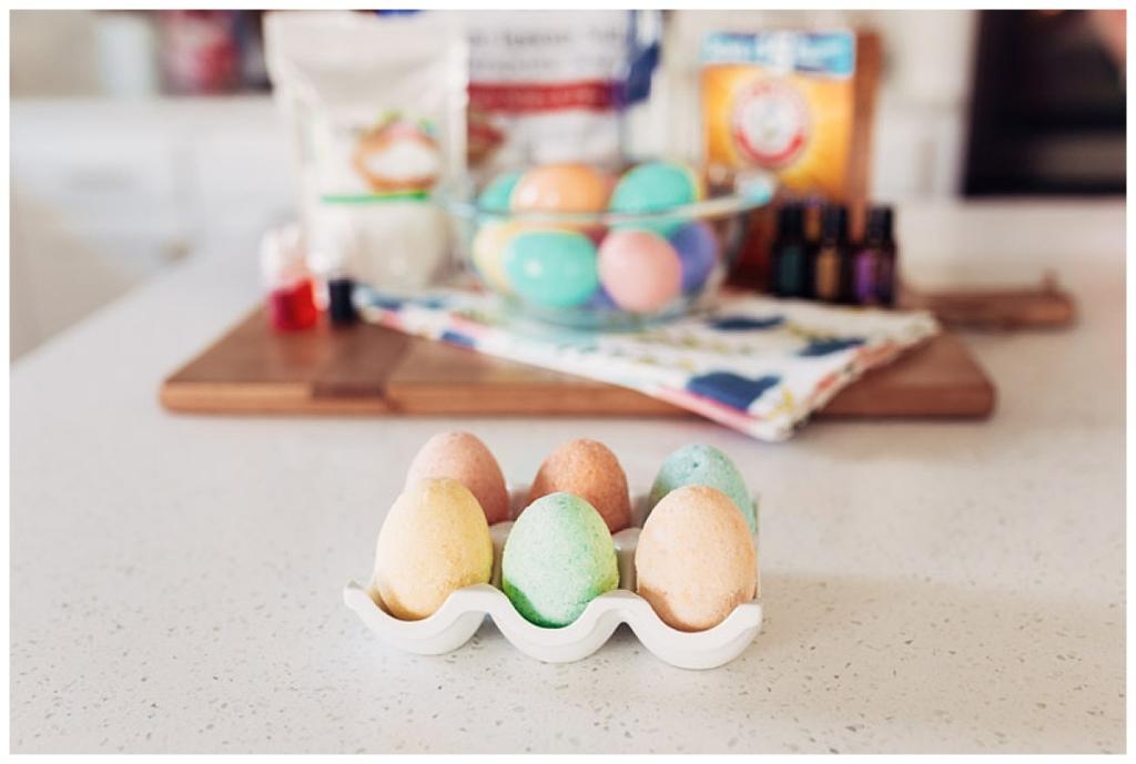 DIY Egg Bath Bomb with twistmepretty.com