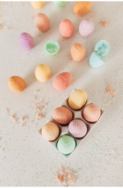 DIY Egg Bath Bomb with twistmepretty.com