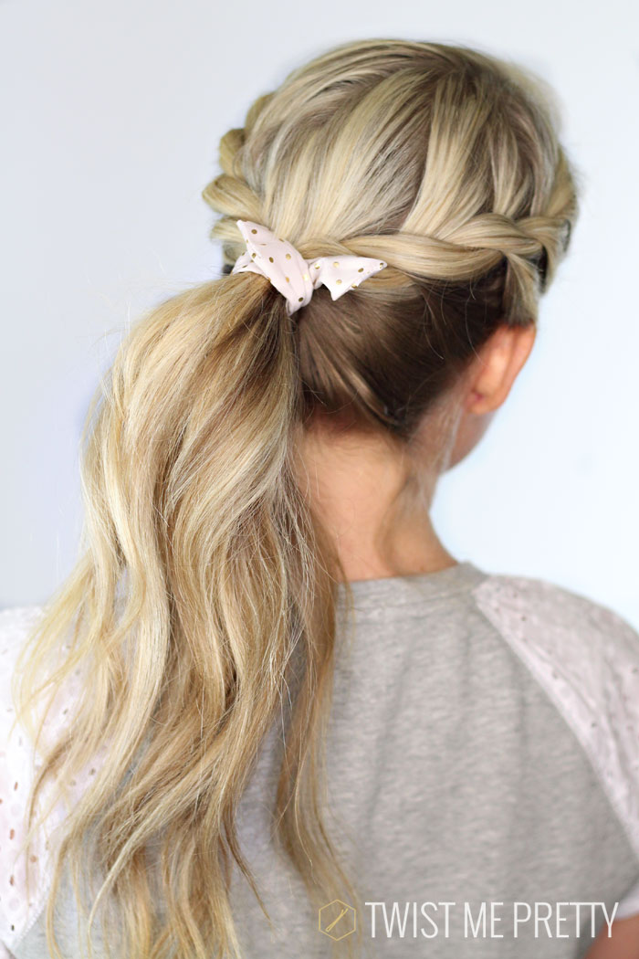 Love this pretty hairstyle is perfect for summer from Twistmepretty.com
