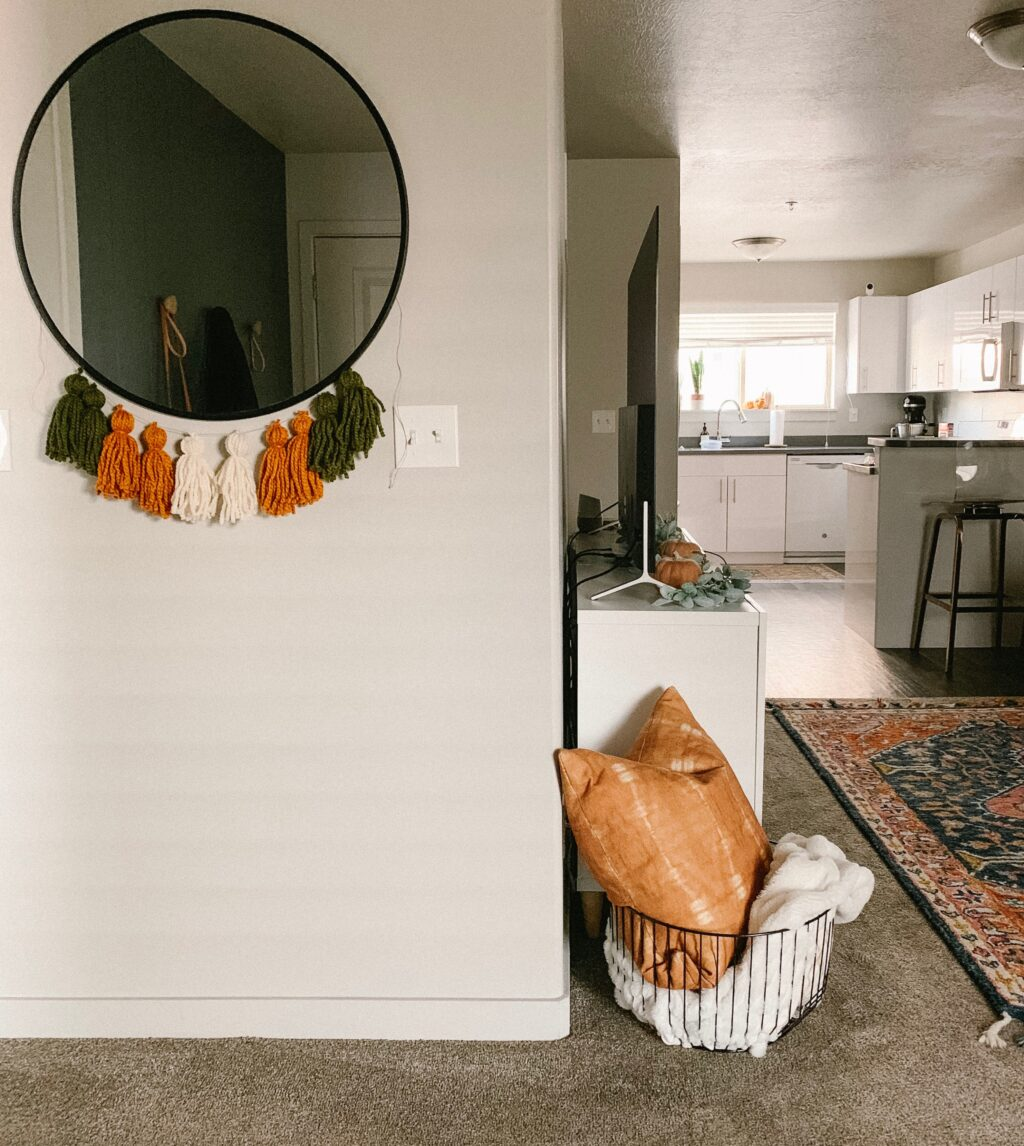 Inexpensive fall decor inspiration that anyone can use to implement into their seasonal holiday decor with Twistmepretty.com