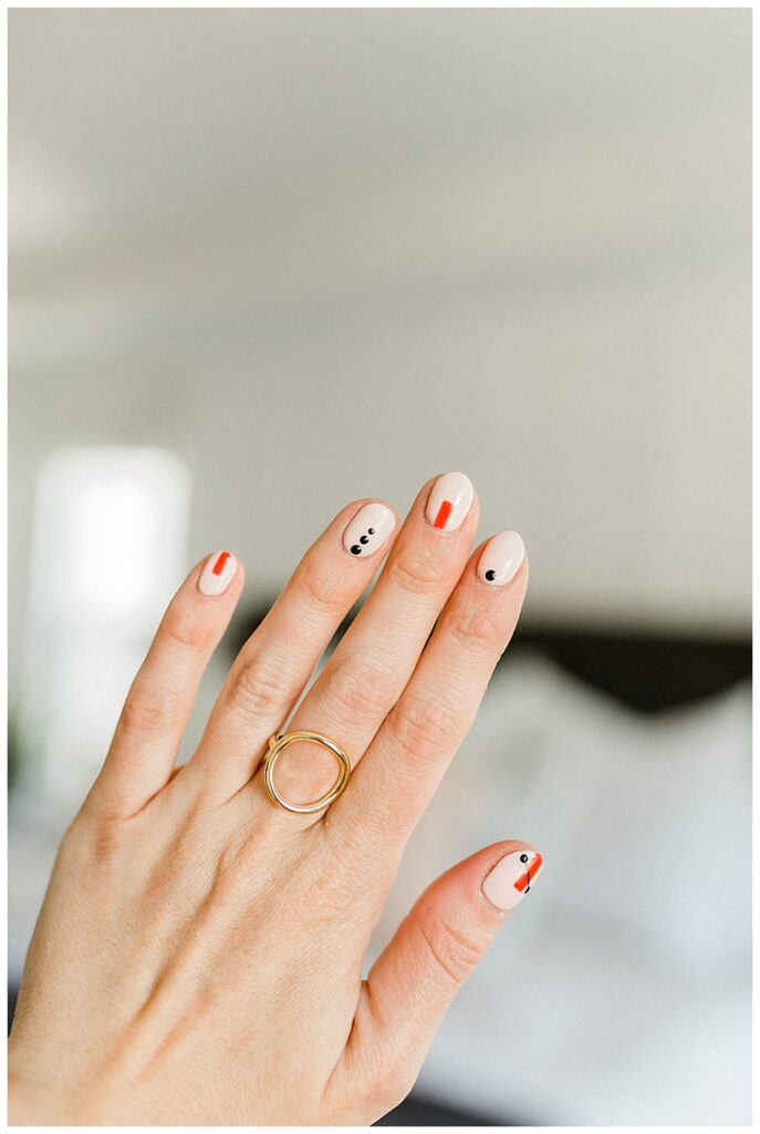 Love this gorgeous manicure! Such a fun, classic look from Twistmepretty.com