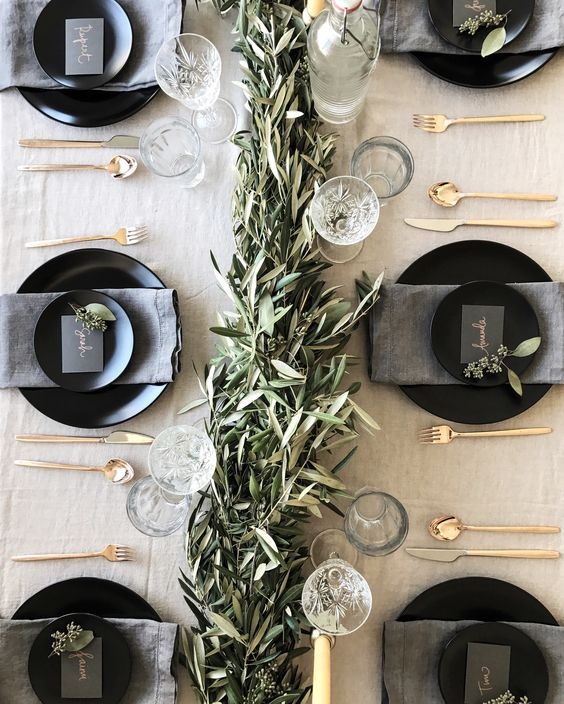 Beautiful holiday tablescapes with beautiful blank and gold place settings.