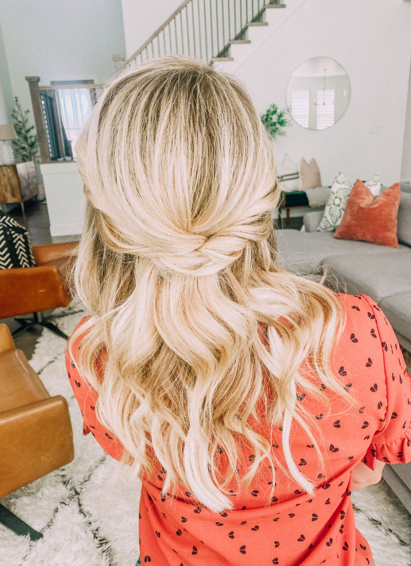 This easy twist hairstyle is pefect for busy mornings www.twistmepretty.com