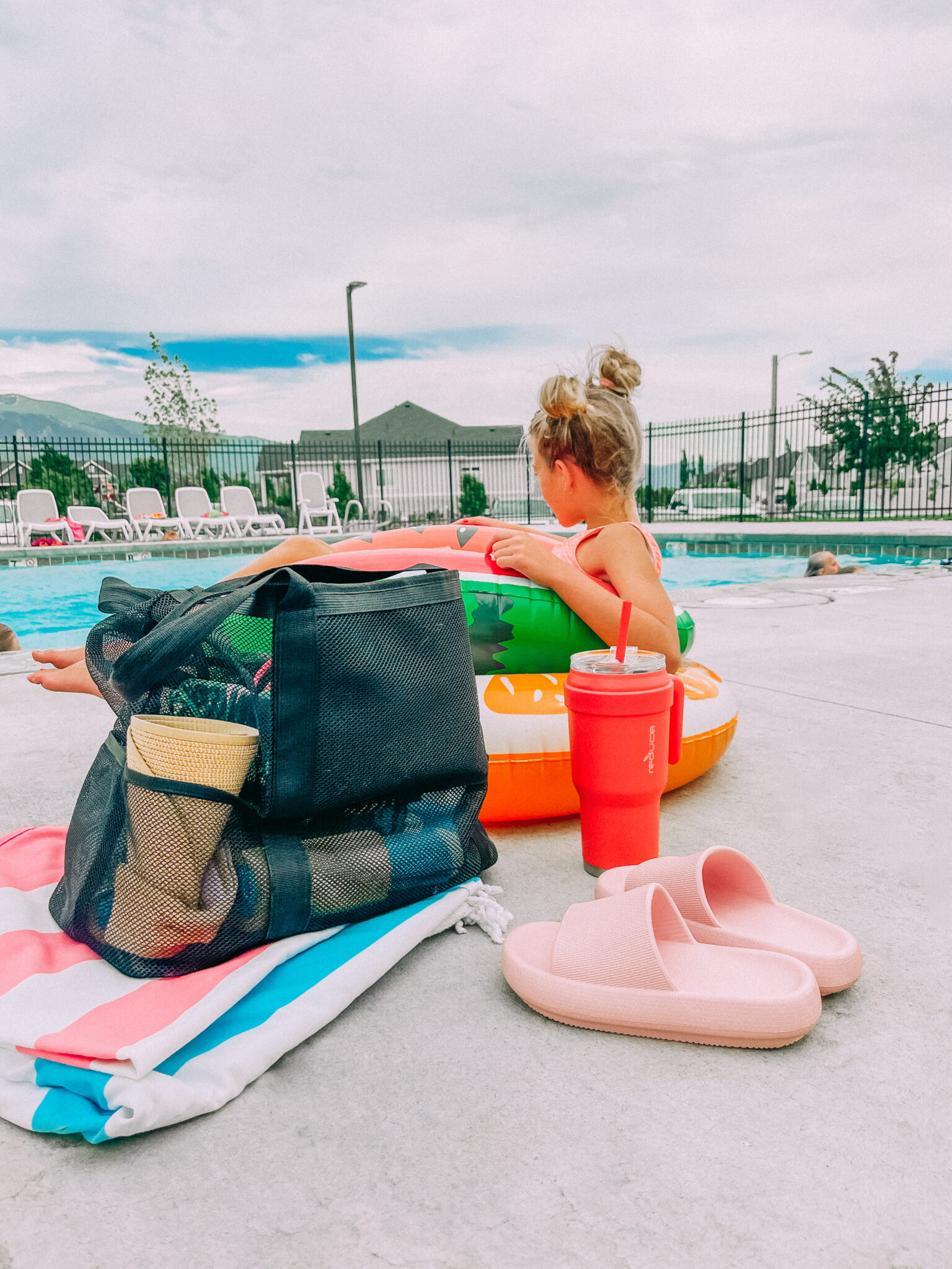 what to bring to the pool for your kids. www.twistmepretty.com