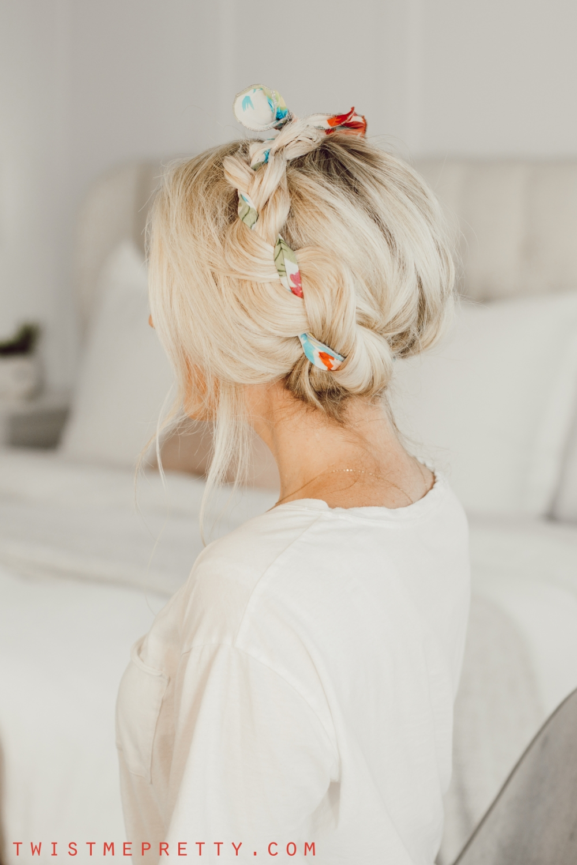 cómo hacer una trenza de lechera y agregar un pañuelo de pelo.  www.twistmepretty.com