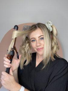 Truco de rizo de cabello medio.  www.twistmepretty.com
