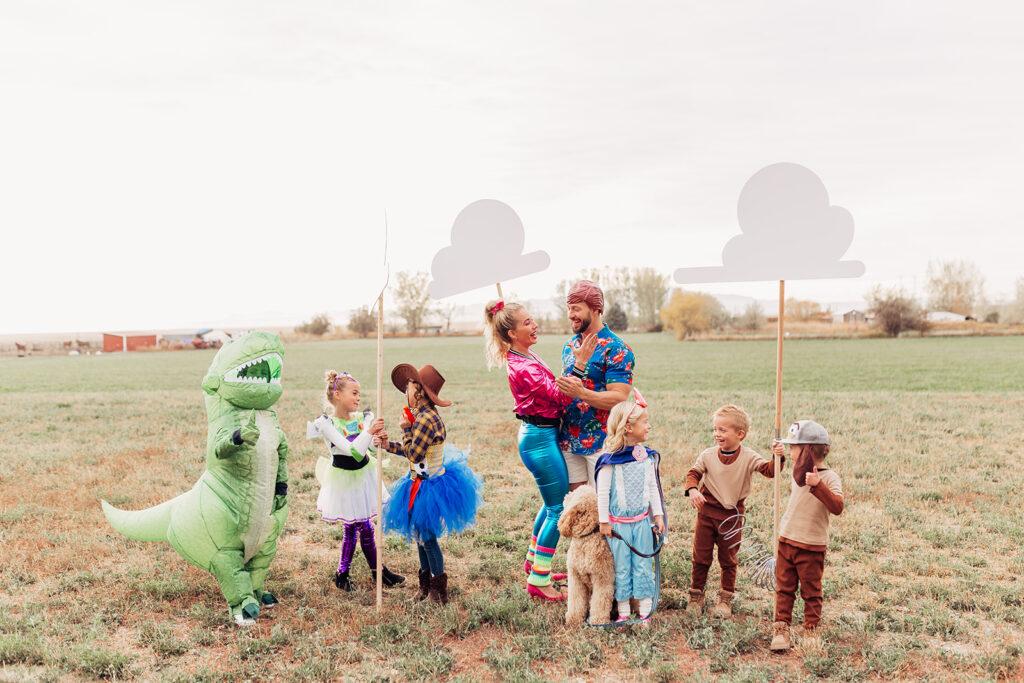family halloween costume ideas. www.twistmepretty.com
