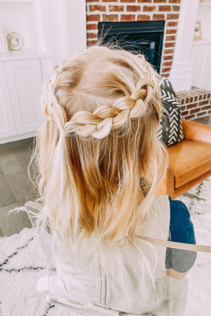easy hairstyles your little girl will love. www.twistmepretty.com