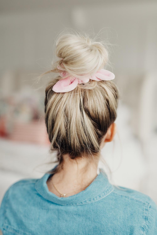 cute and easy scrunchie hair do. www.twistmepretty.com