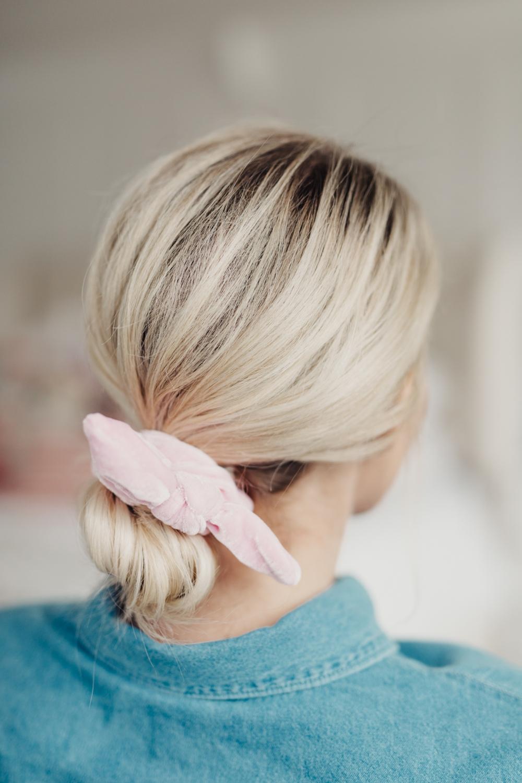 best way to save your curls using a scrunchie. www.twistmepretty.com